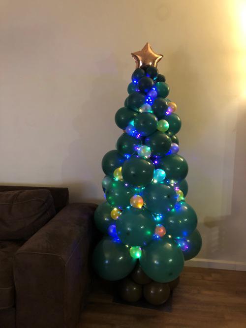 Ballonnen pilaar kerstboom met led